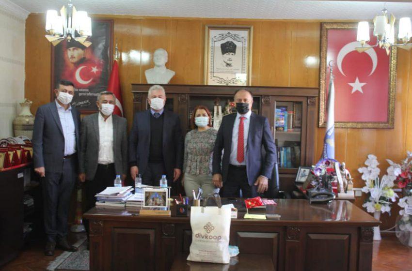 Divriğili Sanayici ve İşadamları Derneği yönetimi Kaymakam Mehmet BEK ve belediye Başkanı Hakan GÖK'Ü ziyaret etti