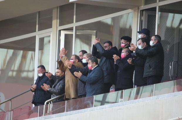 Sivasspor'u yönetim ayakta alkışladı