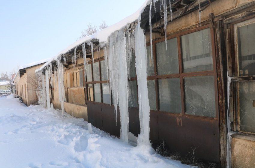 Sivas'ta 6 metre uzunluğunda buz sarkıtları oluştu