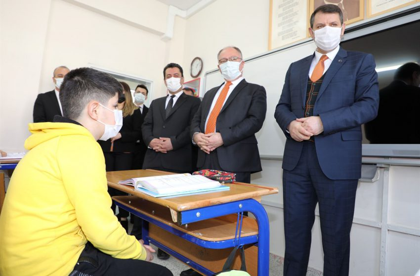 Sivas'ta 114 Bin Öğrenci Okullarına Kavuşmanın Heyecanını Yaşıyor