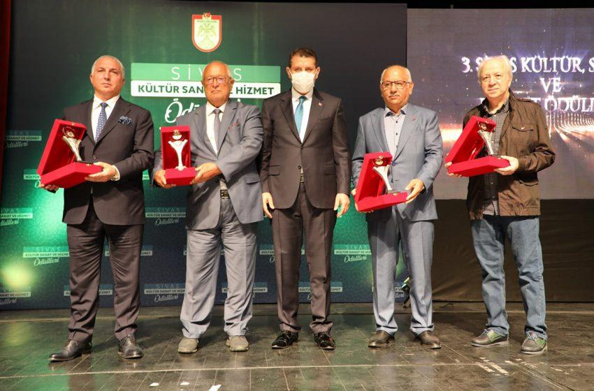 3. Kültür Sanat ve Hizmet Ödülleri Sahiplerini Buldu